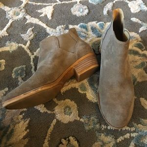 Lucky brand stretch side brownish tan ankle boots